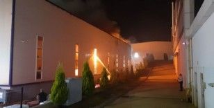 Kocaeli'de spor malzemeleri üreten fabrikada yangın
