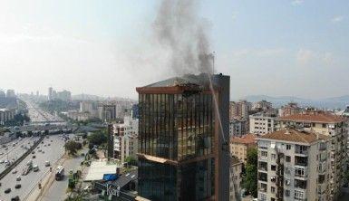 Kadıköy'de 14 katlı plazanın çatısında yangın