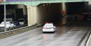 Sağanak yağış nedeniyle Çekmeköy'de alt geçidi su bastı