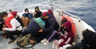 İzmir'de 21 sığınmacı kurtarıldı