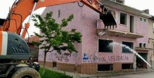 Tepebaşı'nda metruk ve riskli binalar tek tek yıkılıyor