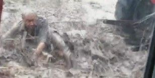 Sel felaketinde korku dolu anlar kameraya yansıdı