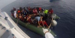 Yunanistan'ın ölüme terk ettiği 45 kaçak göçmen kurtarıldı
