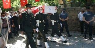 Şehit Piyade Sözleşmeli Onbaşı Durak'ın naaşı Elazığ'daki baba evine getirildi