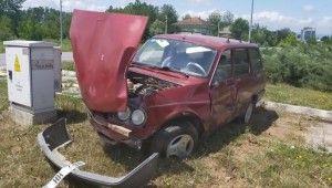 Takla atan araçtan yaralı olarak çıkarıldı