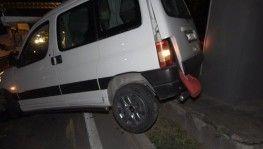 Kaza yapan sürücü aracını bırakarak kayıplara karıştı