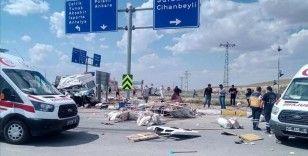 Konya'da minibüs ile tır çarpıştı: 6 ölü, 12 yaralı