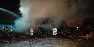 Katı atık toplama merkezi gece saatlerinde alevlere teslim oldu