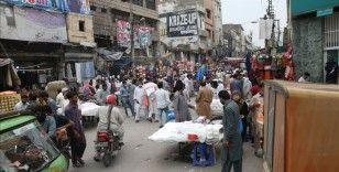 Pakistan'da Kovid-19 vaka sayısı 195 bini geçti