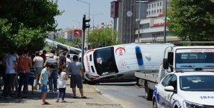 Aydın'da ambulans devrildi, 6 yaralı