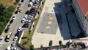 Okul önlerindeki araç yoğunluğu havadan görüntülendi