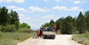 Çorum barajından 3 ton çöp tonlandı