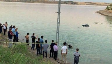 Gölete giren genç boğuldu
