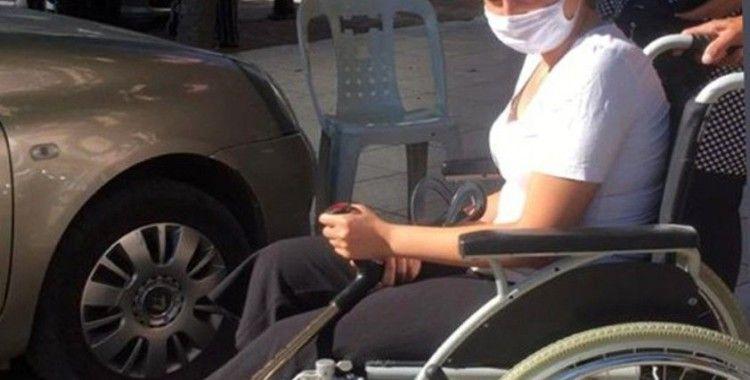 Ayağı kırılan öğrenci sınava tekerlekli sandalye ile girdi