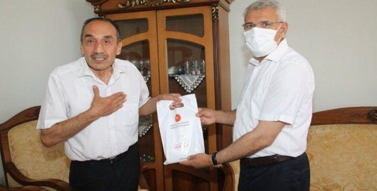 Cumhurbaşkanı Erdoğan'ın emanetini Güder teslim etti