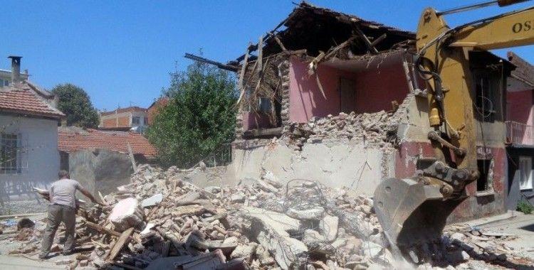 Osmangazi'de 42 metrûk bina yıkıldı