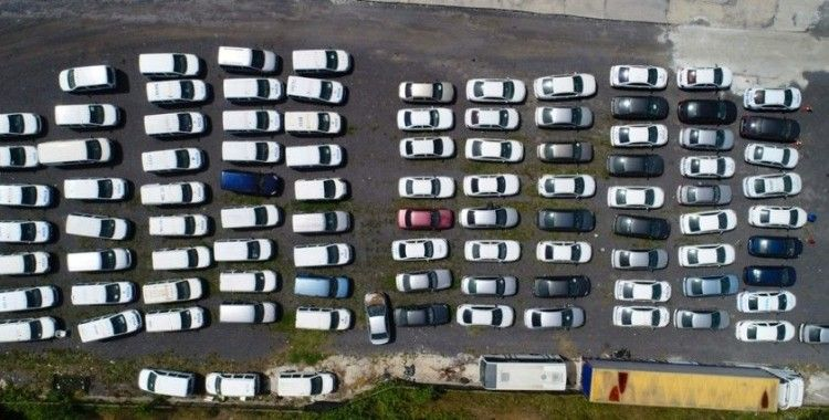 Yediemin otoparkında bekleyen araçlar kamerada