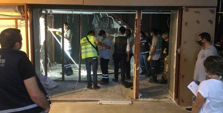 Kapalıçarşı'da tartışmalara konu olan döviz bürosunun kaçak bölümleri söküldü