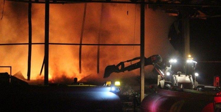 Antalya'daki soğuk hava deposundaki yangında soğutma çalışmasına geçildi