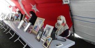 HDP önündeki ailelerin evlat nöbeti 302'nci gününde