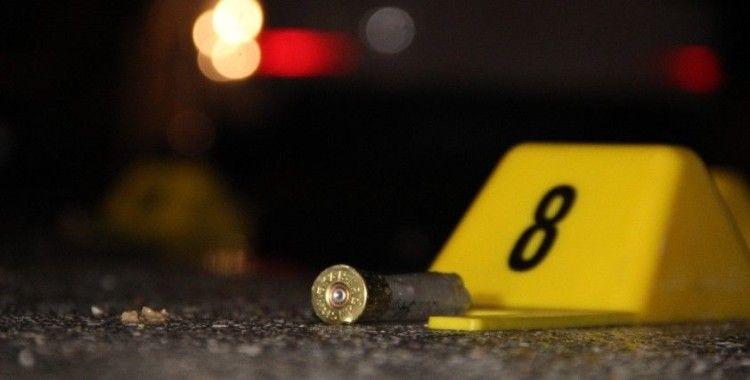 Küçükçekmece'de bir kişi otoparkta silahla vuruldu