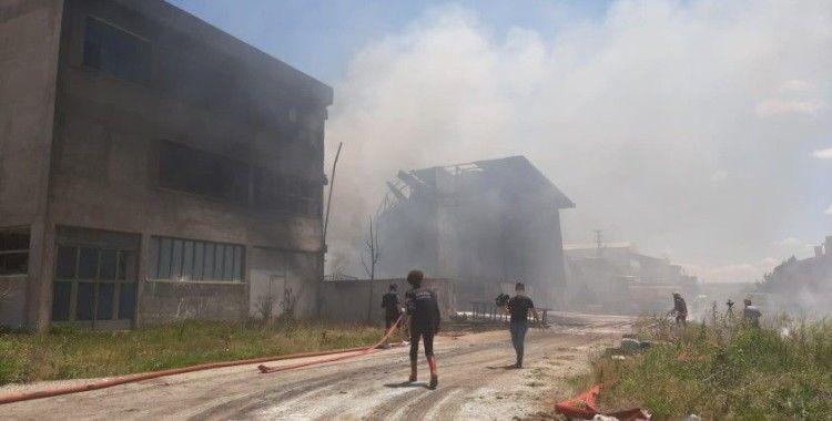Ankara'da boya fabrikasında yangın