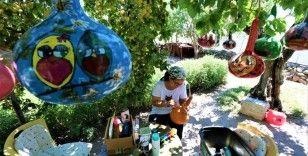 Koronayı fırsat bildi, su kabaklarını sanat eserine dönüştürdü