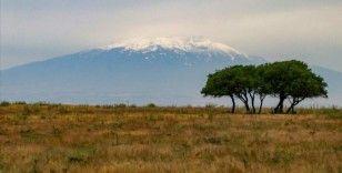 Süphan Dağı zirvesine kar yağdı