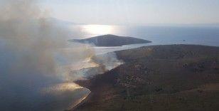 Maden Adası'nda örtü yangını helikopter ile söndürüldü