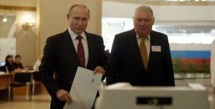 Putin, 2036'ya kadar görevde kalmasını sağlayacak anayasa değişikliğini oyladı