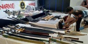 Ankara Narkotik 'Bataklık'ta ele geçirilen malzemeleri sergiledi