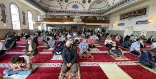 Hollanda'da yaklaşık 4 ay aradan sonra camilerde ilk cuma namazı kılındı