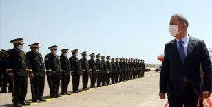 Milli Savunma Bakanı Akar, Türk ve Libyalı askerlerle bir araya geldi
