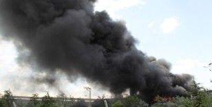 Konya'da geri dönüşüm deposunda yangın