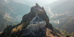 Gümüşhane'nin görkemli kaleleri göz kamaştırıyor