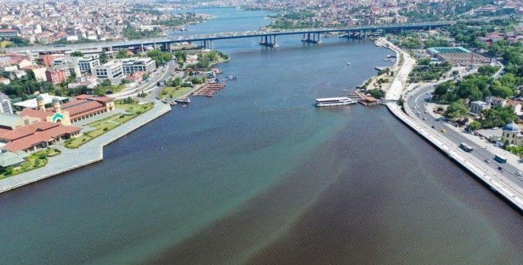 Haliç'te suyun rengi değişti