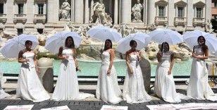 Roma'da gelin adayları ve düğün organizatörleri Kovid-19 kısıtlamalarını protesto etti