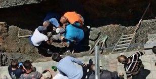 Sultangazi'de göçük altındaki işçi kurtarıldı