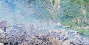 Artvin'in Yusufeli ilçesi Dokumacılar köyü Sahlepçiler mahallesindeki yangın kontrol altına alındı