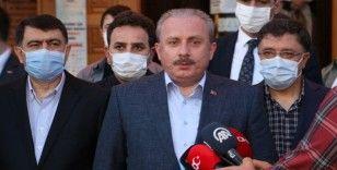 TBMM Başkanı Şentop Hacı Bayram Veli Camisi'nde namaz kıldı