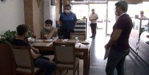 Restoran ve kafeteryalara sosyal mesafe denetimi