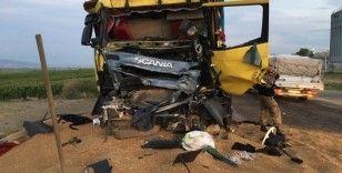 Amasya'da 2 kamyon çarpıştı: 2 yaralı