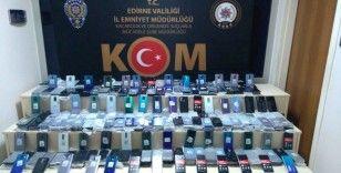 Kapıkule'de tırdan milyonluk kaçak cep telefonu çıktı