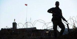 İkna çalışması sonucu YPG/PKK'lı terörist Suriye sınırında teslim oldu