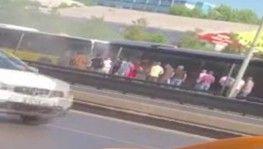 Metrobüste yangın çıktı, yolcular büyük panik yaşadı