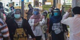 Endonezya Kovid-19 salgınını kontrol etmekte zorlanıyor