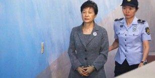 Güney Kore'de eski cumhurbaşkanının yolsuzluk davası: Hapis cezası 20 yıla indirildi