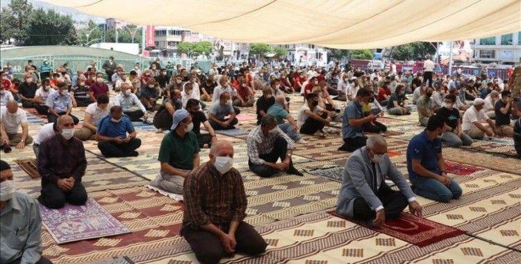 FETÖ'nün darbe girişiminin 4. yılında binlerce kişi Cumhuriyet Meydanı'nda toplandı