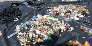 Sahili kirleten maske, plastik ve metal atıklar ile sigara izmaritleri toplanıp sergilendi