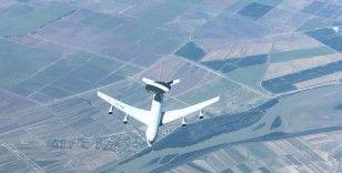 'NATO'ya ait AWACS uçağına, 23.000 feet irtifada yakıt ikmali yapıldı'